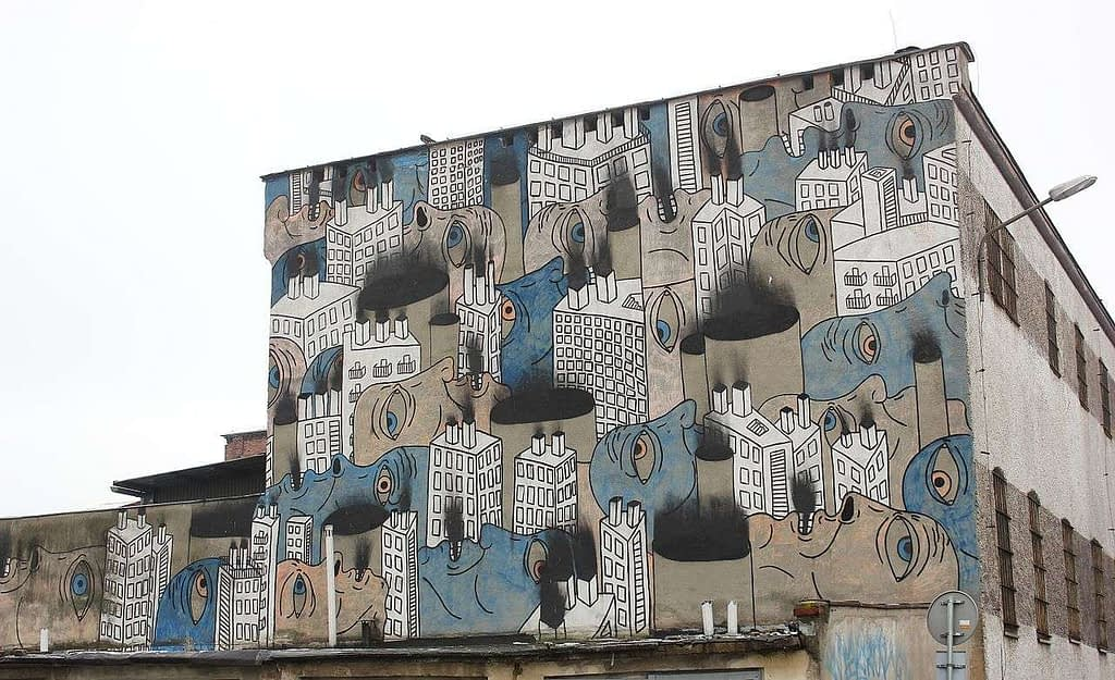 Large mural on side of a building in Wroclaw, Poland - by Magda Drobczyk